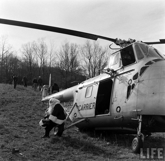 Sikorsky H-19A Chickasaw: Santa is Waiting.