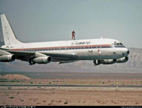Douglas DC-8-32: He sure Flies.