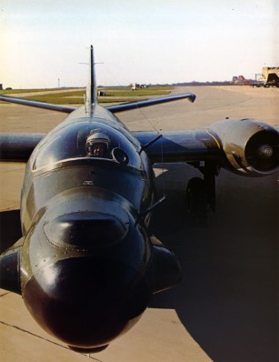EE Canberra T.17: Personable Monstrosity.