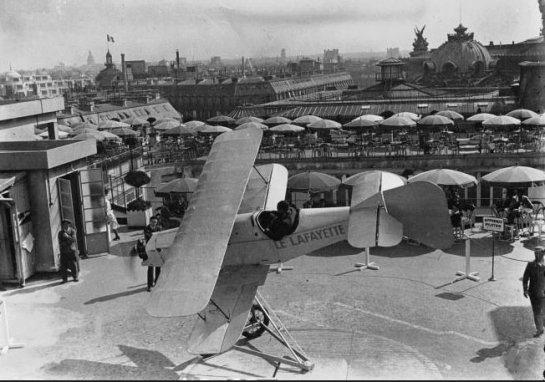 École d'aviation sur le toit des Galeries Lafayette: Superbe Jouet.