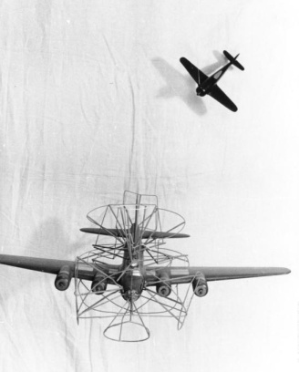 B-17F vs Fw 190A: Better a frontal attack.