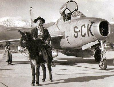 Republic F-84F Thunderstreak: Le Super Cochon et l'Âne.