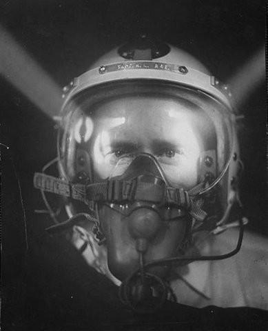 USAF P-4A helmet & MBU-3/P oxy mask: Hit by Lights.